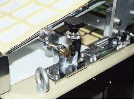 SW Worms and BG Worm Wheels used in adjusting a cloth feeding device